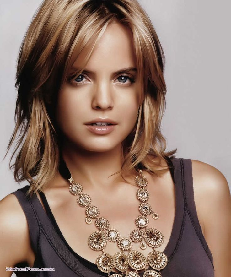 Mena Suvari - Love the hair color...