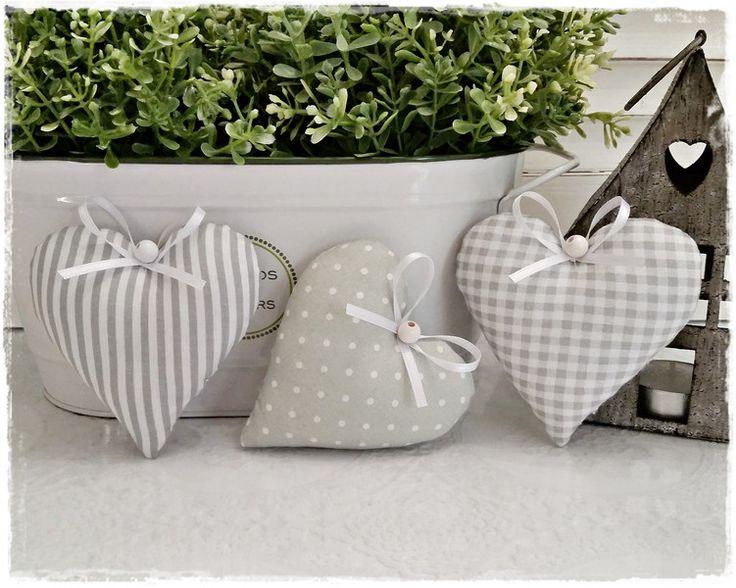 Stoffanhänger - 3 Herzen im Landhaus-Stil♥Vintage♥grau-weiß - ein Designerstück von Miss-Charmingbelle bei DaWanda