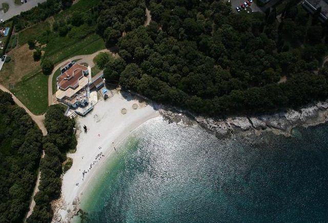 Der Ambrela Strand in Pula, Istrien #Strand   #Pula   #Istrien  #Urlaub #Baden http://www.inistrien.hr/in-istrien/strand-ambrela/