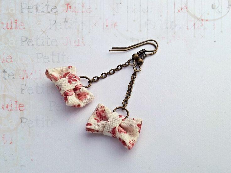 Boucles d'oreilles Petits Noeuds *Liberty rose* en tissu : Boucles d'oreille par la-petite-julie