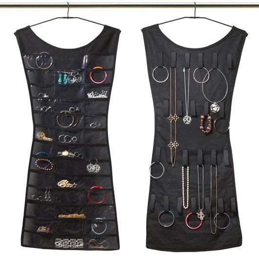 Há também organizadores verticais, que servem para acomodar brincos na frente e colares, cintos e pulseiras na parte de trás - Ademilar