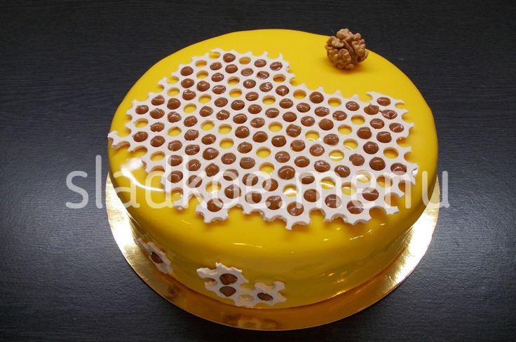 """Любимый многими """"Медовик"""" уже давно стал классикой. Существует множество вариантов медовых тортов, каждый хорош по своему ..."""