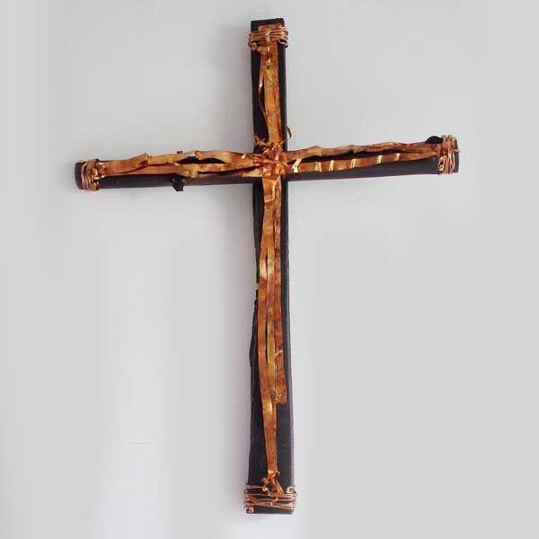 ξύλινος διακοσμητικός σταυρός με λωρίδες χαλκού
