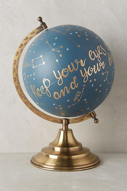 Personnalisez un ancien globe terrestre avec les peintures Satinelle et les pochoirs Éléonore Déco www.eleonore-deco.com #DIY #Globe