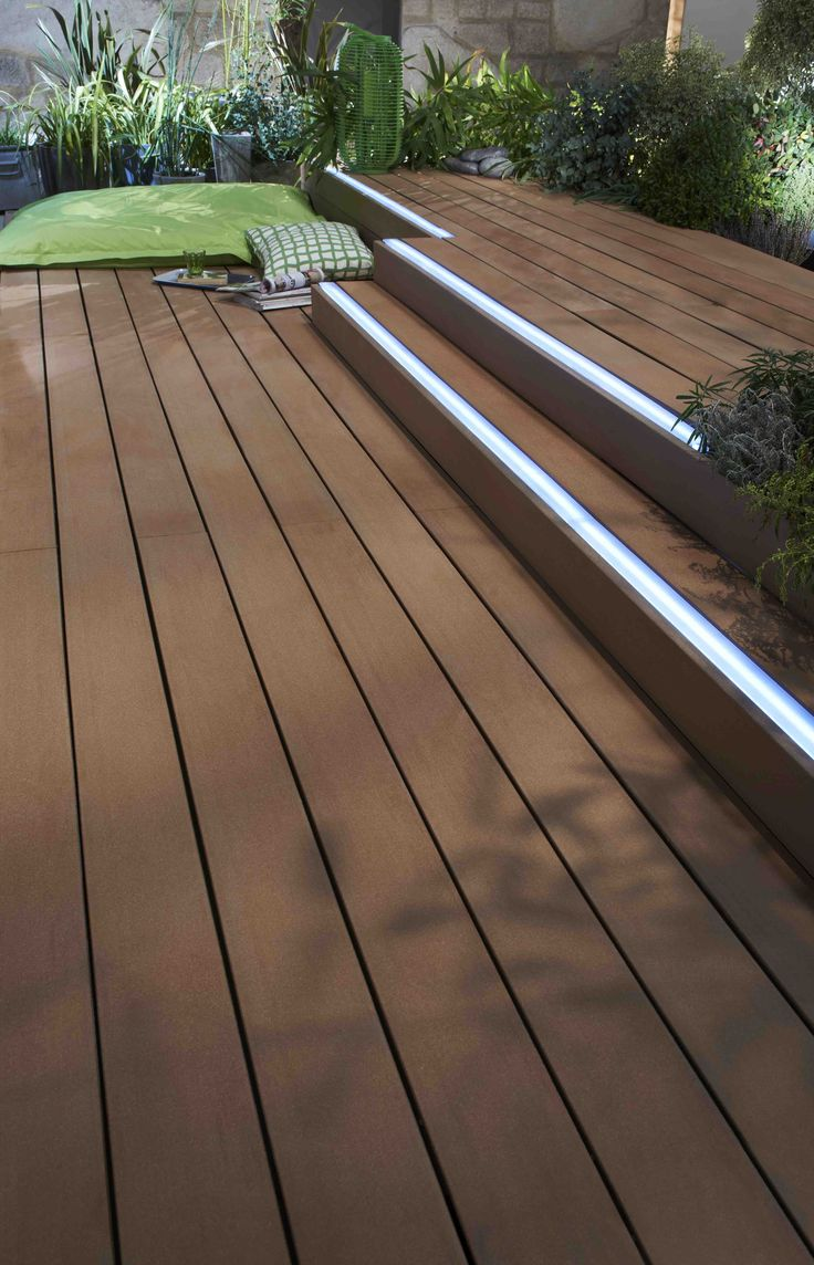 Lame de terrasse modèle avec bande lumineuse   Permet d'éclairer la terrasse et d'en délimiter les contours pour une meilleure visibilité