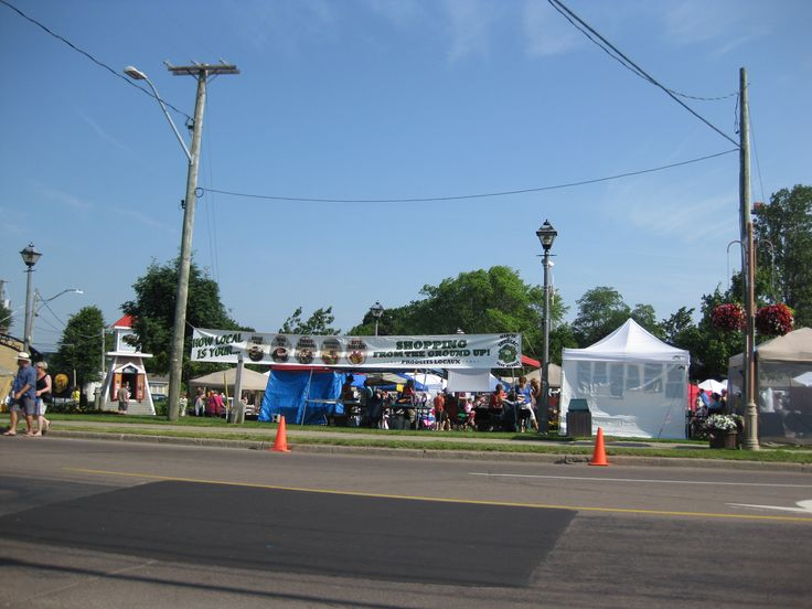 Sunday's Famers market ...local arts and crafts