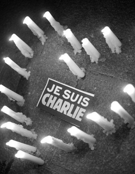Nous sommes Charlie http://www.elle.fr/Societe/News/Mercredi-7-janvier-2015-place-de-la-Republique-nous-etions-tous-Charlie-2874878