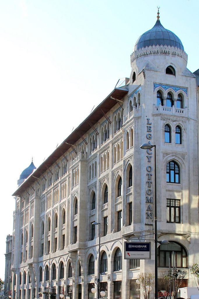 """4. Vakıf han/Sirkeci/İstanbul/// Mimar Kemalettin bey tarafından 1912'de yapımına başlanan bina savaş nedeniyle yarım kalmış, İstanbul'un işgâli sırasında dışı tamamlanmış ancak içi eksik olarak Fransızlar tarafından """"Caserne Victor"""" adıyla karargâh olarak kullanılmıştır."""