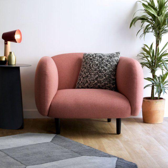 Fauteuil vieux rose, Eno Studio. Avec ses larges accoudoirs et sa belle assise, ce fauteuil vieux rose sera des plus confortables dans votre salon