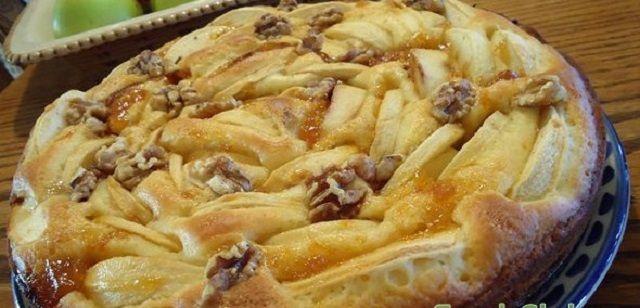 Apple pie with yogurt