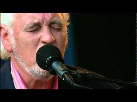 PROCOL HARUM ~ A Whiter Shade of Pale, live in Denmark with the Danish National Orchestra in 2006 . This is incredible.