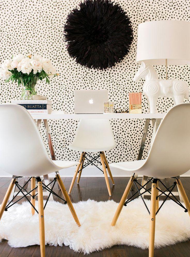Black and White Wallpaper - Kourtney Kardashian Official Site
