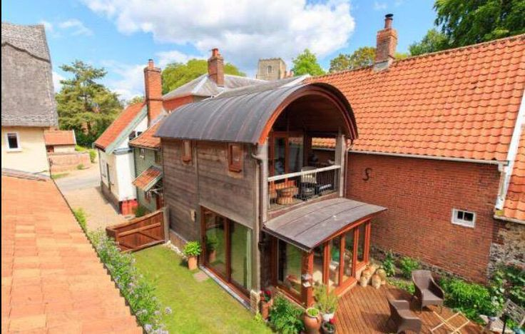 Check out this stunning 3 bedroom home in Norfolk.   http://m.zoopla.co.uk/for-sale/details/37116121?search_identifier=b6a0bb7a62b6ed968179e501c2493233