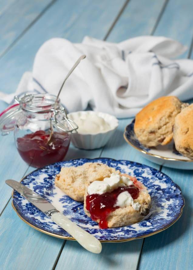 Ett härligt klassiskt recept som ger fint, gyllenbruna, klassiska scones! Perfekt till frukost, brunch eller eftermiddagsfikat. Spana in receptet här!