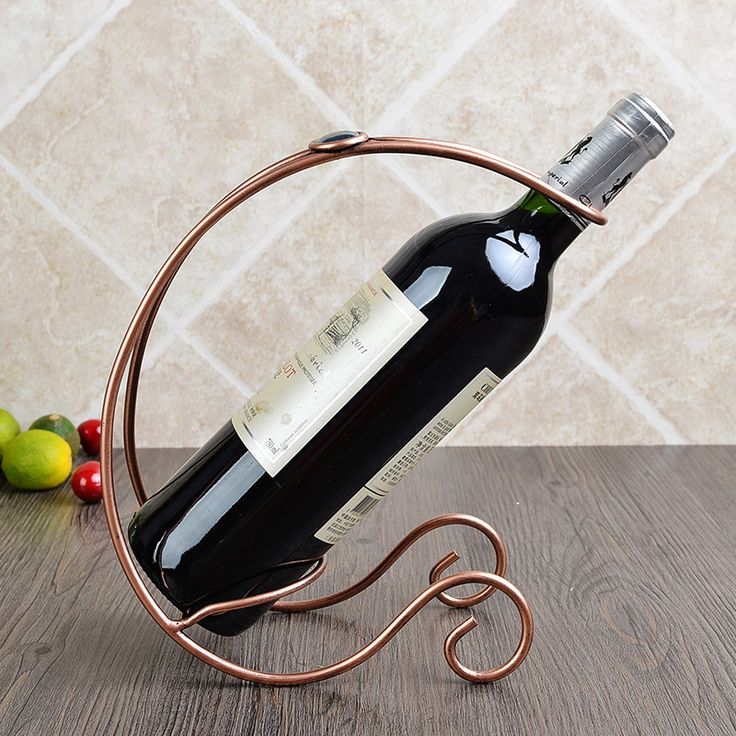 The area of European wine rack Wine shelf Vintage iron ornaments Fashion red bottle rack