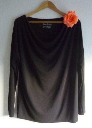 À vendre sur #vintedfrance ! http://www.vinted.fr/mode-femmes/hauts-and-t-shirts-t-shirts/25633563-neuf-t-shirt-noir-col-drape-benitier-col-chale-ample-loose-kiabi-44