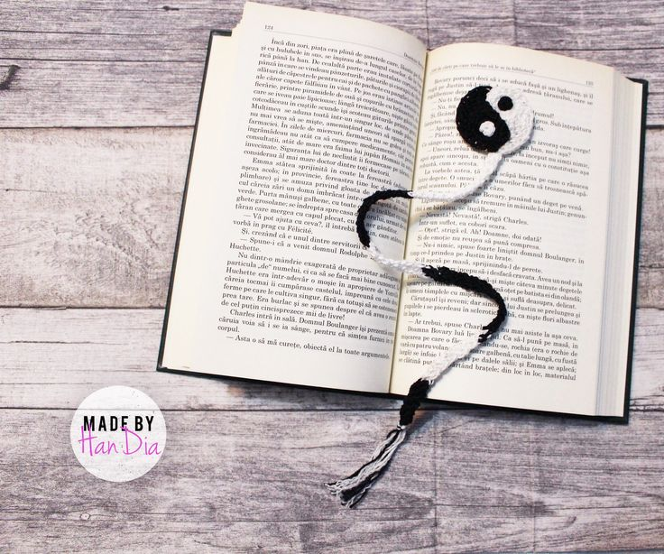 Semn de carte crosetat | Crocheted bookmark #crochetersofinstagram #crochet #crocheted #bookmark #letsread #readingtime #readingtime #handmade #handiamade #handia #crosetatebucuresti #crosetate #semncarte #yingyang #crochetart ⚜️⚪️⚫️‍