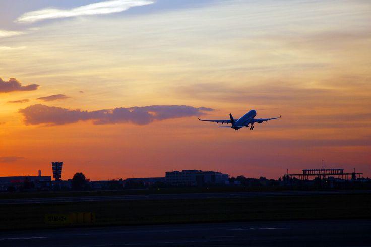 #lecebochce #aviation #avgeek #flywaw #wawspottersday #qatarairways #airbus #A330