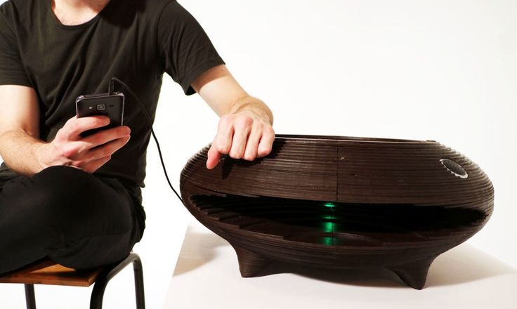 Innova is a student's take on a turntable-speaker system made from entirely upcycled and biodegradable materials.