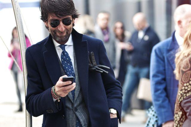 Член жюри, среди которых будет один из самых хорошо одетых мужчин Италии, завсегдатай Pitti Uomo и посол итальянского мужского стиля Андреа Лупарелли, владелец известного «старорежимного» ателье в Риме, будут оценивать результаты работы тейлоров не только по мастерству пошива, но и по индивидуальному чувству стиля.