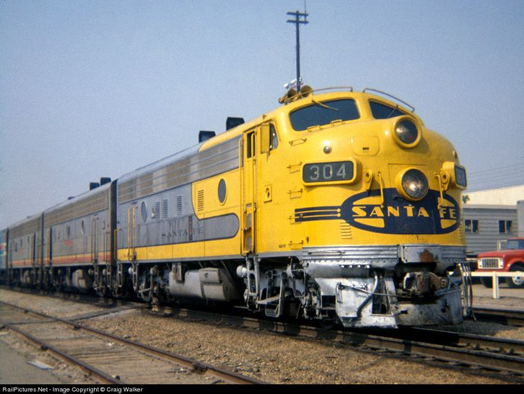 """In the early years of Amtrak service, when the Santa Fe was transitioning to a freight-only business, Amtrak was reliant on leased motive power for pulling its trains. The Santa Fe, wanting to differentiate their equipment that was to be used on the new Amtrak trains, began repainting the F7's destined for Amtrak use in a new """"Yellow Bonnet"""" scheme."""
