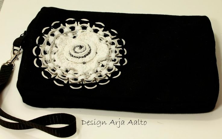 Clutch. Soda can tabs and cotton fabric