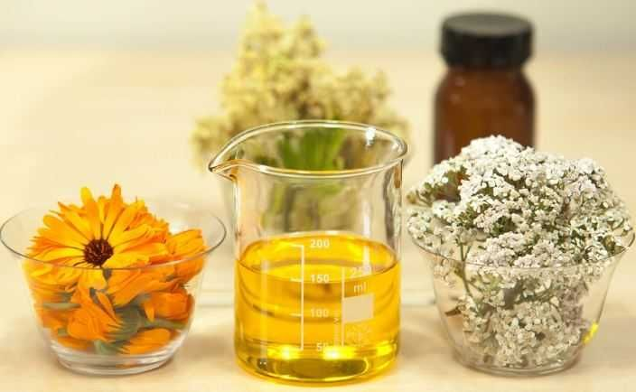 Польза для здоровья тысячелистника эфирного масла можно отнести к его свойствам, как противовоспалительное, анти ревматические, антисептическое, спазмолитическое, вяжущее, ветрогонное, потогонное, пищеварение, отхаркивающее, кровоостанавливающее, гипотензивное, брюшная и тонизирующего препарата. Тысячелистник обыкновенный, тысячелистник, как необходимое масло ботанике известно, является многолетнее травянистое растение, которое хорошо известно по всей Европе и России. Эта трава считается…