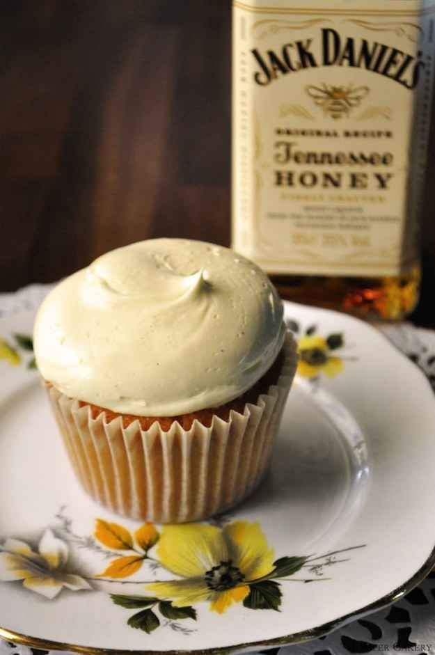 Jack Daniels Honey Cupcakes plus 20 more delicious ideas to booze up the cupcakes this fall!