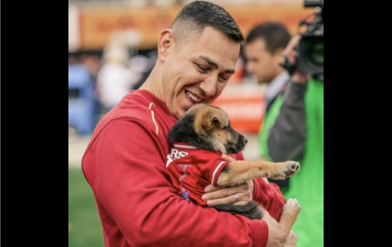 A K9 handler from the Woodland Police Department received a heartwarming gift Sunday. The halftime entertainment at theSan Francisco 49ers gameended on a paw-sitive note for the officer.