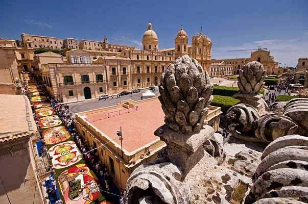 Infiorata di Noto #infiorata #noto #infiorata2016 #sicily #barocco #sicilia #infioratadinoto