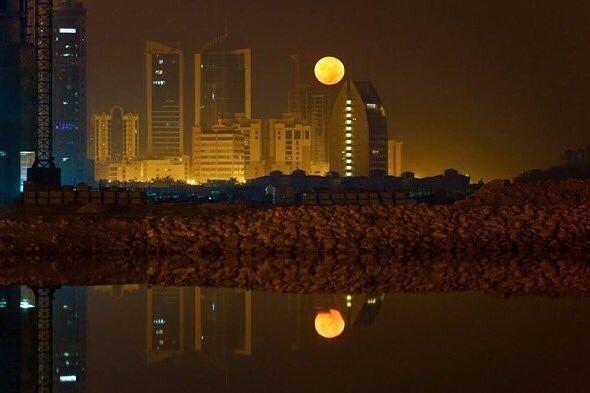 #القمر_العملاق كما بدى في سماء مملكة البحرين فجر اليوم من تصوير @Mohd_asfoor . . #فعاليات_البحرين #bahrain_events #السياحة_في_البحرين #tourism_bahrain #tourism_in_bahrain #tourism #travel  #البحرين #bahrain #الكويت #السعودية #قطر # #الإمارات #دبي #عمان #uae #mydubai #dubai #oman #ksa #kuwait  #qatar #saudiarabia #b4bhcom
