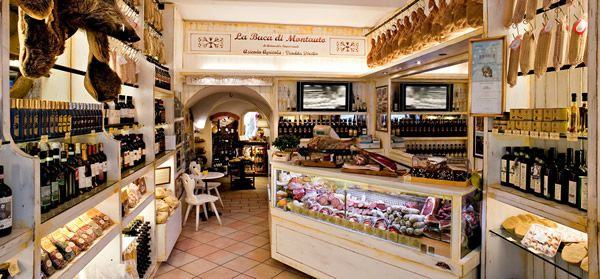 La Buca di Montauto sells directly its own produce in the medieval centre of San Gimignano, in Via San Giovanni, 16. The shop is easily dete...
