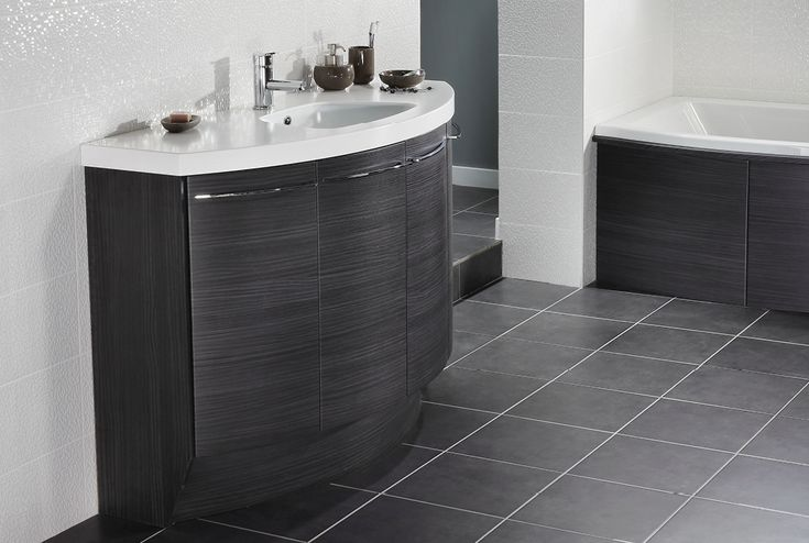 White matrix bathroom wall tiles and silver cloud bathroom floor tiles #symmerty #symmertyfreestanding #bathroomfurniture #myutopia