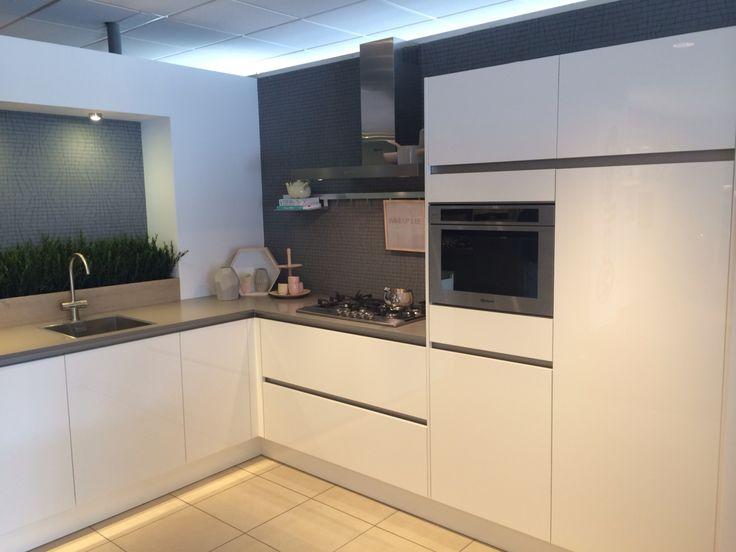 25 beste idee n over keukenmuur kleuren op pinterest keuken verfkleuren keuken kleuren en - Keukenmuur deco ...