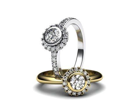 Představuji vám nový model zásnubního prstenu. Šperk je osazen jedním větším kamenem a menšími kameny po stranách korunky.  Líbí se vám zásnubní prsteny s jedním kamenem, nebo dáváte přednost prstenům s více kameny?