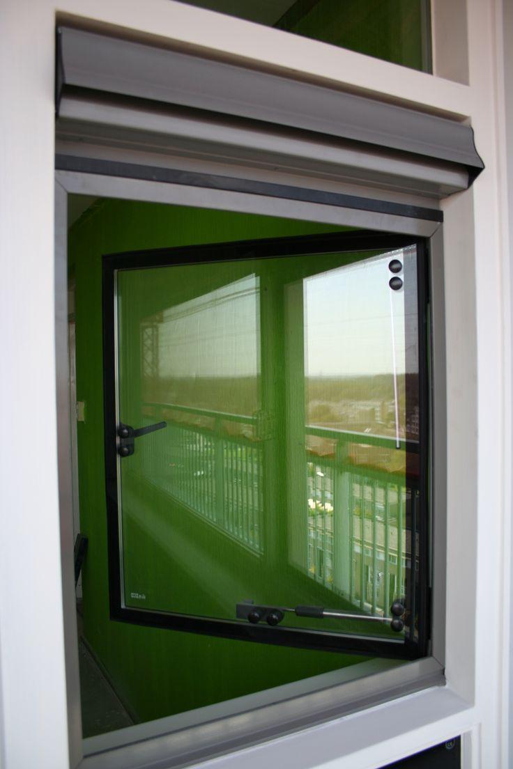 De flats aan de Meijenhage en de Langenhorst worden voorzien van oa. nieuwe kozijnen. Hiervoor  is een BUVA renovatiekader gebruikt om het kozijn geschikt te maken voor het plaatsen van naar binnendraaiende hardglazen ramen. Ook zijn BUVA ventilatieroosters toegepast. Toegepaste produkten: -Renovatiekader -ISO 2000, hardglazen draairamen -ISO 2000, hardglazen bovenlichten met Bupin aansluitingen