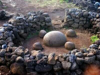 ♻Stone formation at AbuTe Pito Kura on Easter Island is also known as 'the navel of the world.'♻