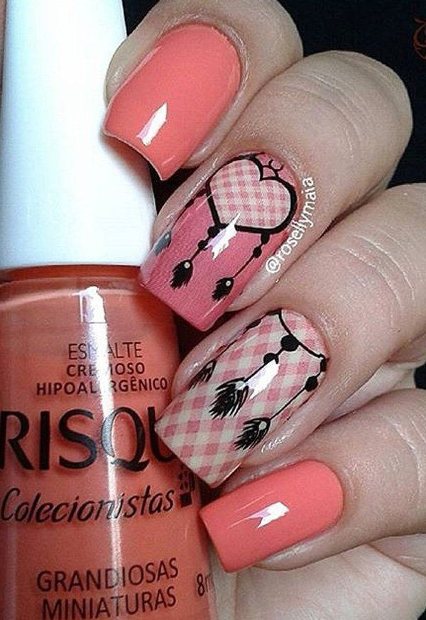 You can probably get a false nail with the white and pink checkered design to get this nail art design. There are also some vinyl stencils you can use. Or complete the whole look with available decals with various designs for sale.