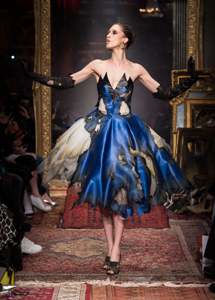 Milano Fashion Week | Moschino Autunno-Inverno 2016-17 -  - Read full story here: http://www.fashiontimes.it/galleria/milano-fashion-week-moschino-autunno-inverno-2016-17/