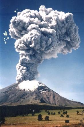 VOLCAN POPOCATÉPETL. Su nombre, proveniente de la lengua náhuatl, compuesto por Popōca 'que humea' y tepētl «Volcan» o «No habitable».