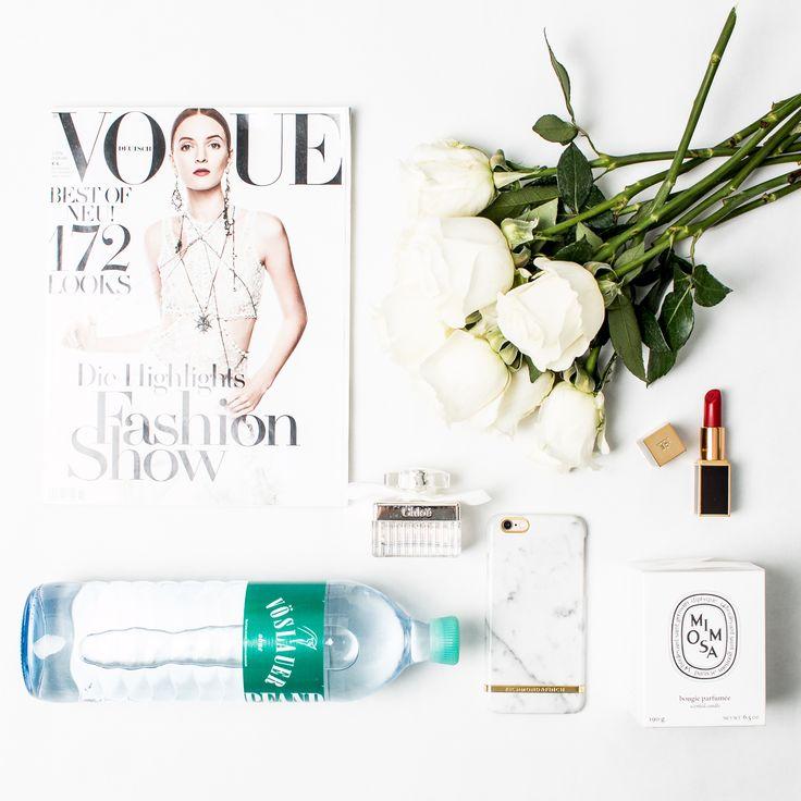 Ein wichtiges Essential - die Vöslauer 1 l Glasflasche. #vöslauer #jungbleiben #glasflasche #kulinarik #essential