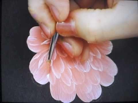 ピオニーペインティングは誰にでも美しい花が簡単に描ける「花の絵画クラフト」です。丸筆のストロークを使って様々な花を描くことができます。50種類以上の花の描き方があり、内30種類をDVDに収録しています。現在4種類をYou Tubeで公開中。 http://www.d1.dion.ne.jp/~peony