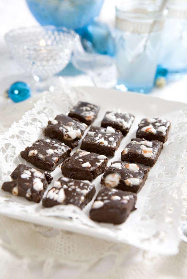 Superenkla tryfflar. Det går också att hälla tryffelsmeten i ischokladformar. Läs också: Julgodis – klassiska, enkla och magiskt goda recept