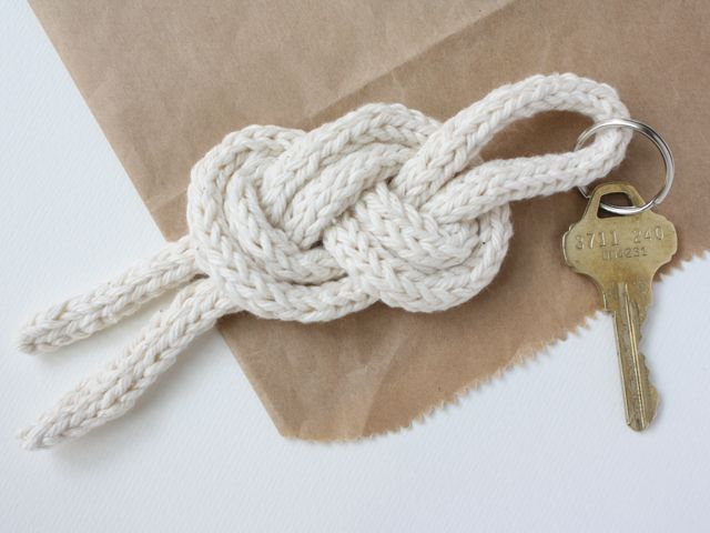 most of the dads i know have a thing for pirates.  that's why i think this sailor knot keychain diy would be a perfect last minute father'...
