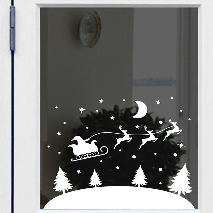 Wallsticker med julemanden som flyven igennem julelandskabet på sin kane. Medfølger dobbelt-op af stjerner og snefnug, som man selv kan placere.