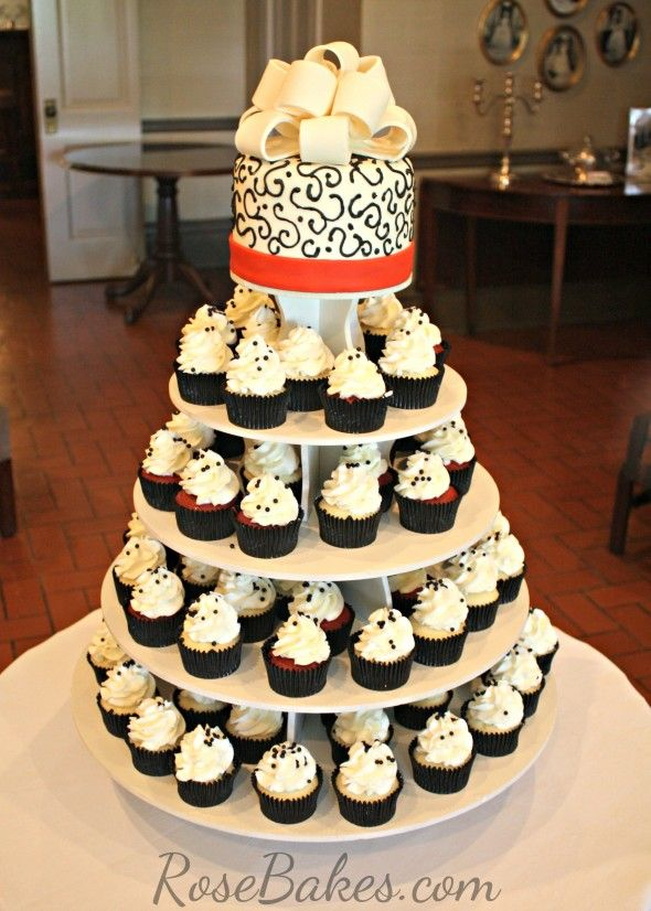 white wedding cake cupcakes 21 best black white and wedding theme images on 27338
