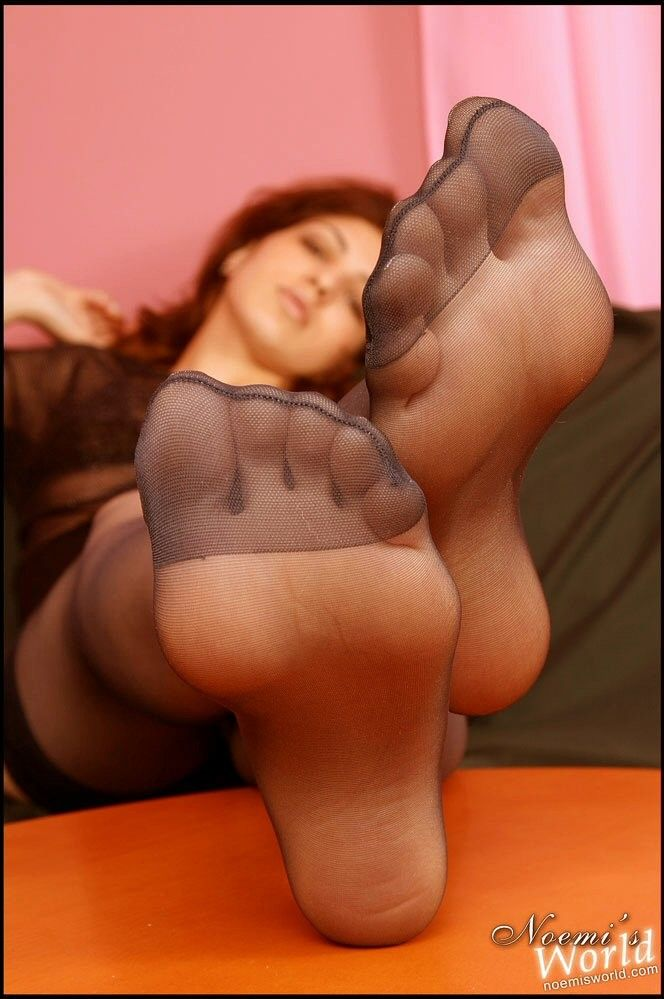 Pretty feet and leg pictures of women in many kinds of hosiery pantyhose nylon stockings tights