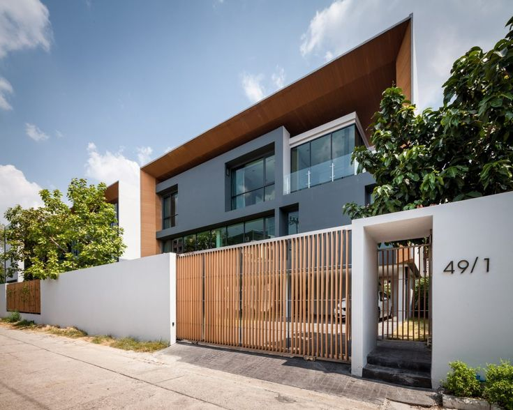 P24 House – OFFICE AT