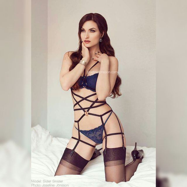 Hope you're all having a good time :) model is @sister_sinister wearing harness by @lost_in_wonderland_intimates   enjoy your weekend! #josefinejonsson #model #lingerie #harness #sistersinister #beauty #classy #makeup #stayups