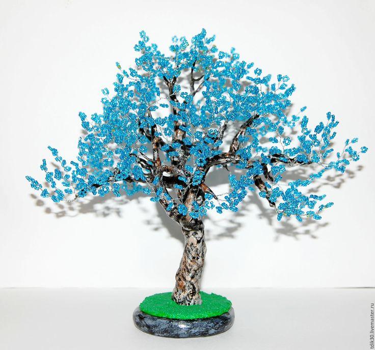 Купить или заказать Дерево из бисера жакаранда (фиалковое дерево) в интернет-магазине на Ярмарке Мастеров. Фиалковое дерево жакаранда ручной работы выполнено из бисера насыщенного голубого цвета. Высота дерева 25 см, ширина 26 см, покрыто водостойким акриловым лаком. Не боится влаги и солнечного света. Подойдёт в качестве подарка по любому случаю, а также для украшения домашнего интерьера или офиса. ________________________________________ Нажимая на функцию 'Добавить в круг' Вы всегда…